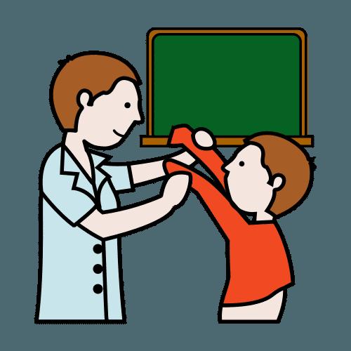 Piiroskuvassa aikuinen auttaa oppilasta vaatteiden riisusmisessa.