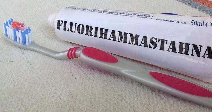 Fluorihammastahnan annostelu