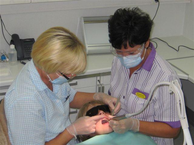 Hammaslääkäri ja hammashoitaja