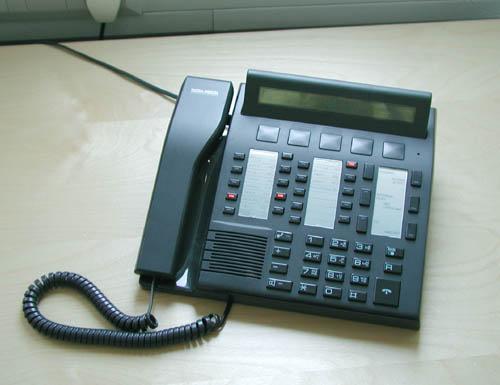 Pöytäpuhelin