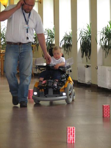 Sähköpyörätuolin ajoharjoittelu