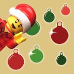 Legohahmo kurkistaa kuvan reunasta, taustalla joulupalloja.