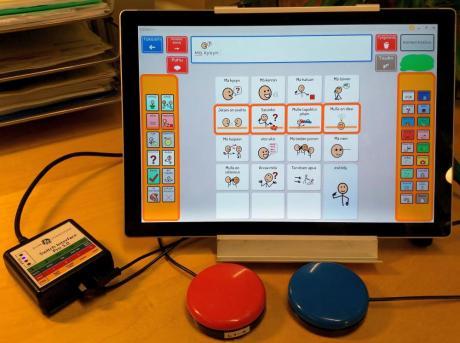 näkymä kommunikointiohjelman viestivalikosta, jossa on oranssi kehys osoittamassa askelluksen etenemistä.
