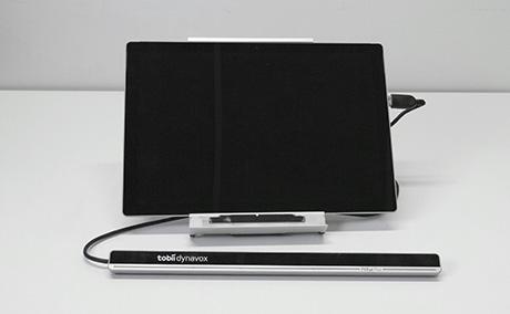 Windows-tablettitietokone ja erillinen katseohjausyksikkö